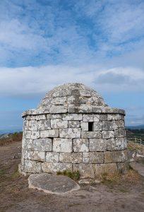 Garita situada en la cima del Monte do Facho en la Península de Morrazo en Pontevedra.