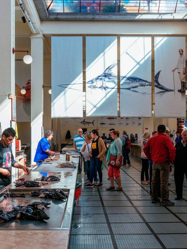 Interior pescaderia mercado dos lavradores