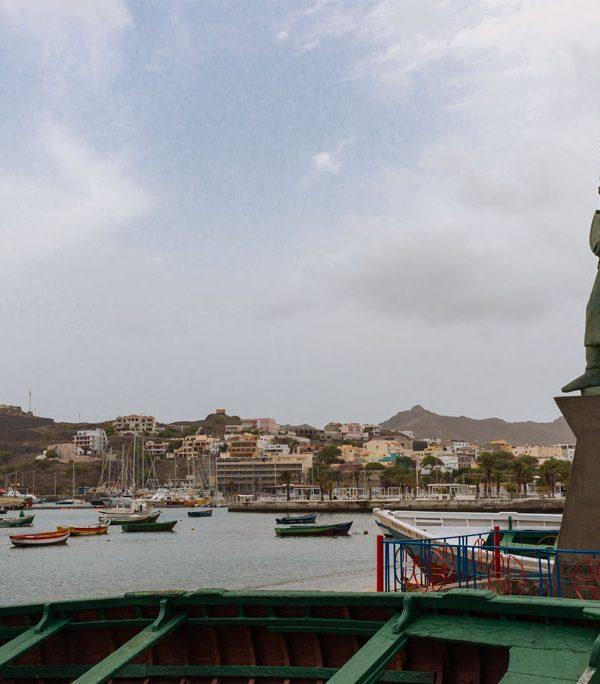 Estatua de Diogo Garcia en bahía de mIndelo