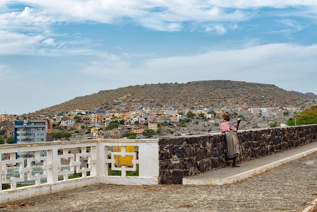Viajar a Cabo Verde: Mujer en Praia