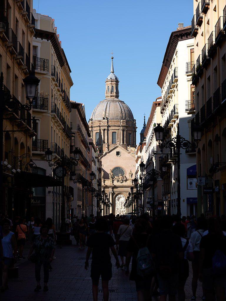 Basílica de El Pilar desde la Calle Alfonso en Zaragoza