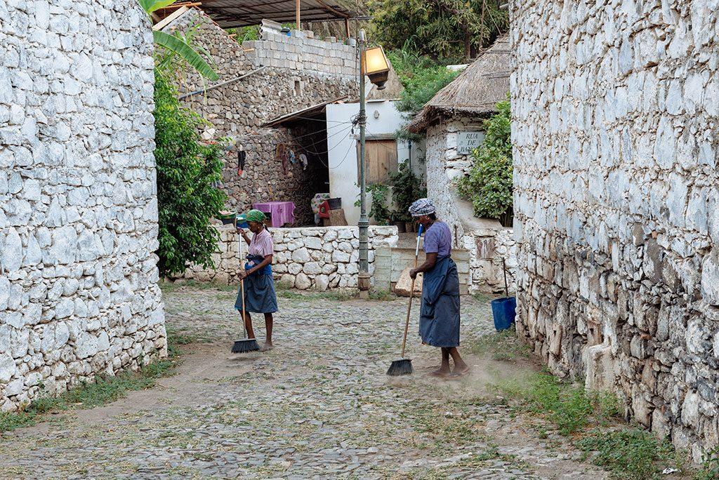 Viajar a Cabo Verde, mujeres en Cidade Velha, Santiago