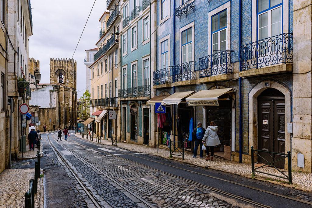 Vias del tranvía en calle de Lisboa