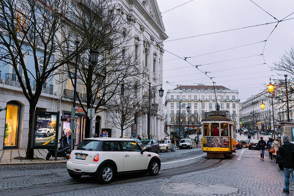 Tranvia 28 en Chiado, Lisboa