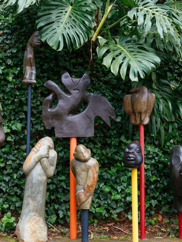 Colección de esculturas de la colección de la Fundación José Berardo en Jardines de Monte Palacio en Madeira