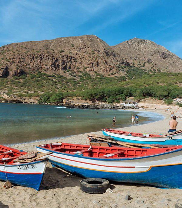 Barcas en la playa de Tarrafal