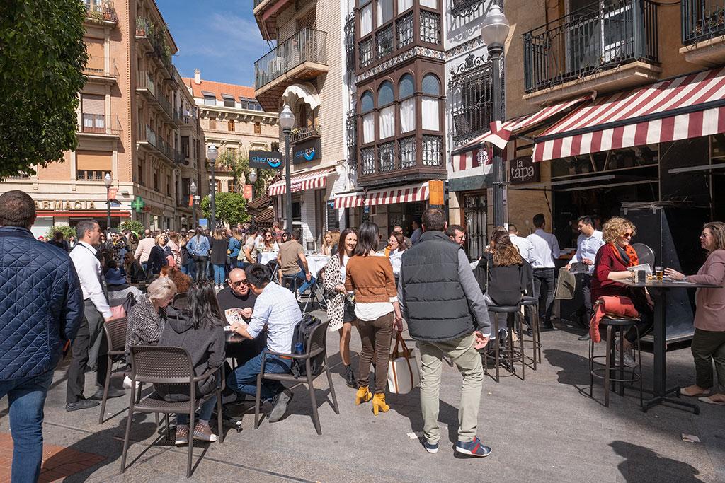 Tardeo en Plaza de las Flores en Murcia