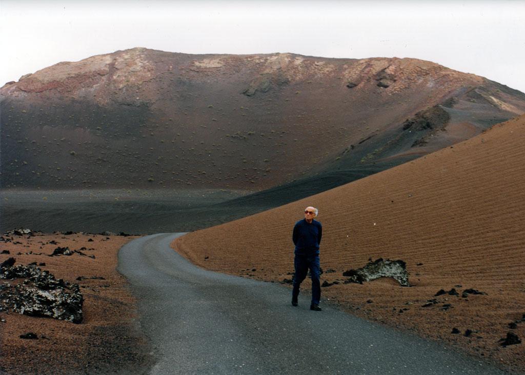 Jose Saramgo en el Volcán del Cuervo en Lanzarote