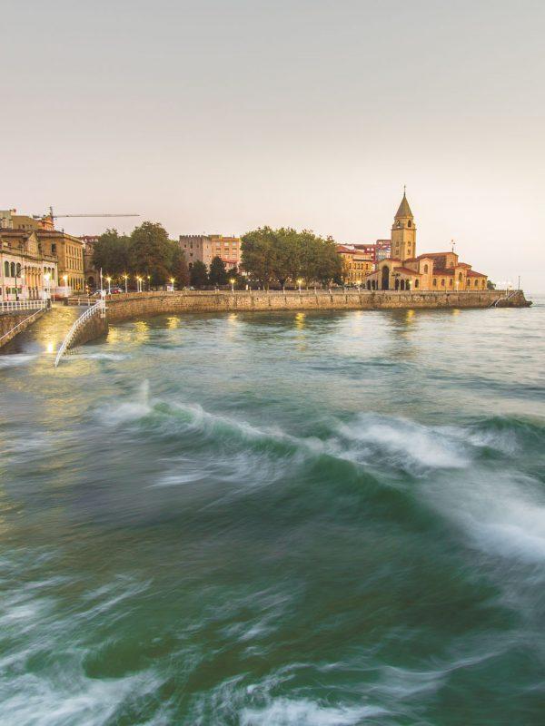 Gijón al amanecer