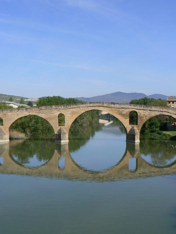 Puente de la reina Camino de Santiago